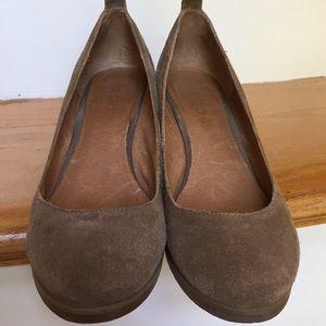 Aldo tan/neutral suede/slip resistant rubber soles